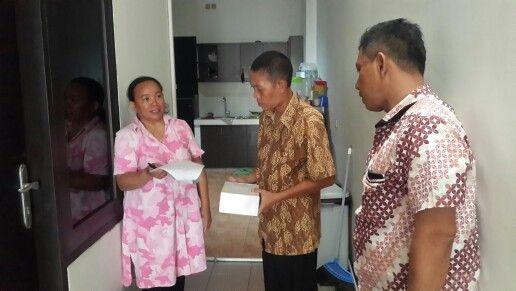 Penyampaian alat e-pos kepada wajib pajak rumah kos (hotel) oleh bapak danih wijaya