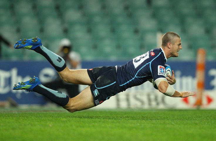 Rob Horne of the Waratahs scores a try during the round 12 Super Rugby match between the Waratahs and the Bulls at Allianz Stadium on May 11, 2012 in Sydney, Australia.
