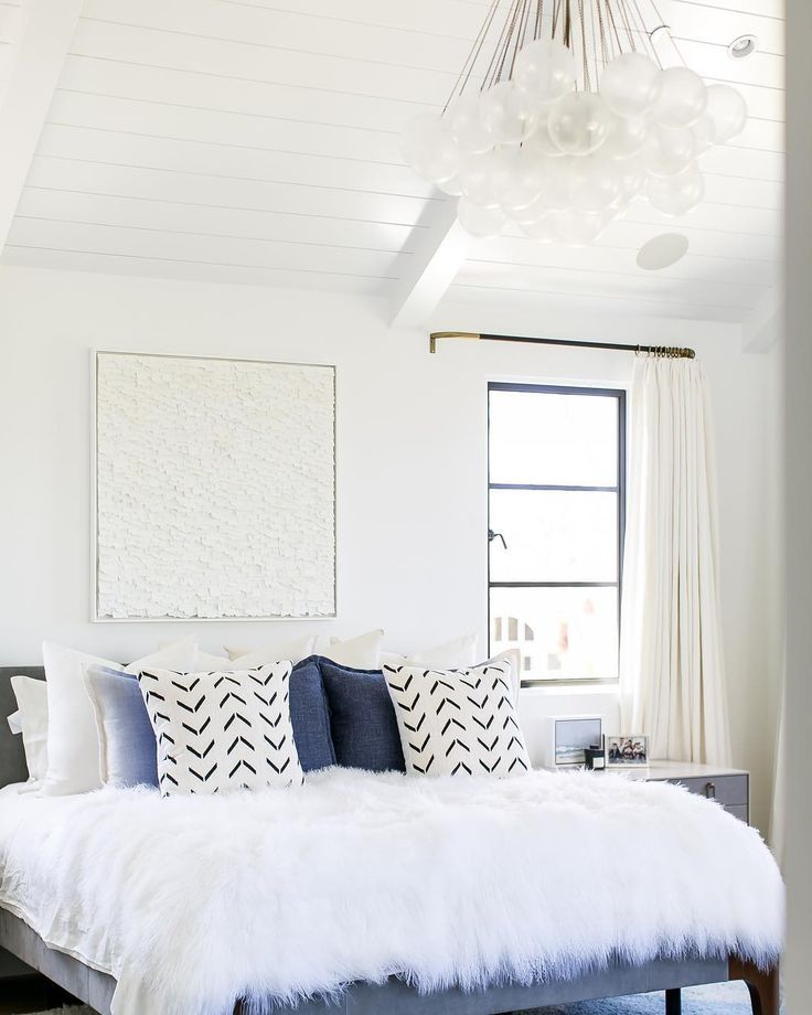 Could there be a dreamier master bedroom for sleeping in?! We're especially crushing on the Apparatus Studio Cloud 37 light fixture 😍 #pattersoncustomhomes #thenewstandard Architect: @brandonarchitects Design: @bonesteeltrouthall Photo: @ryangarvin