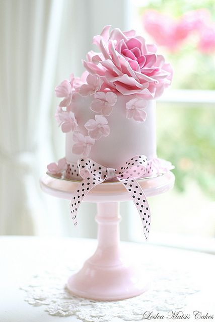 Single-layered pink wedding cake with gorgeous fondant flowers on top