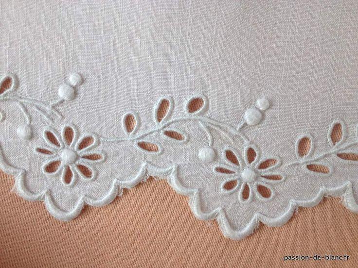 Articles vendus > Linge ancien de lit > LINGE ANCIEN / Dessus de taie de visite brodé main sur fil de lin - Linge ancien - Passion-de-Blanc - Textiles anciens