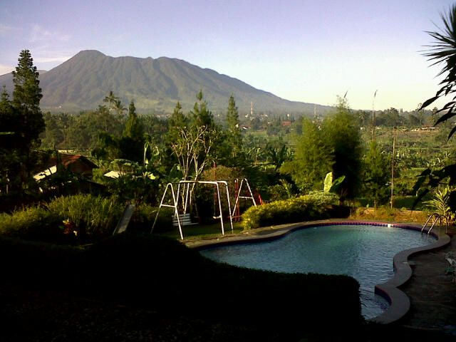 Morning view from Pondok Chia Hugo to Mount Pangrango... #cisarua #bogor #villa #holiday