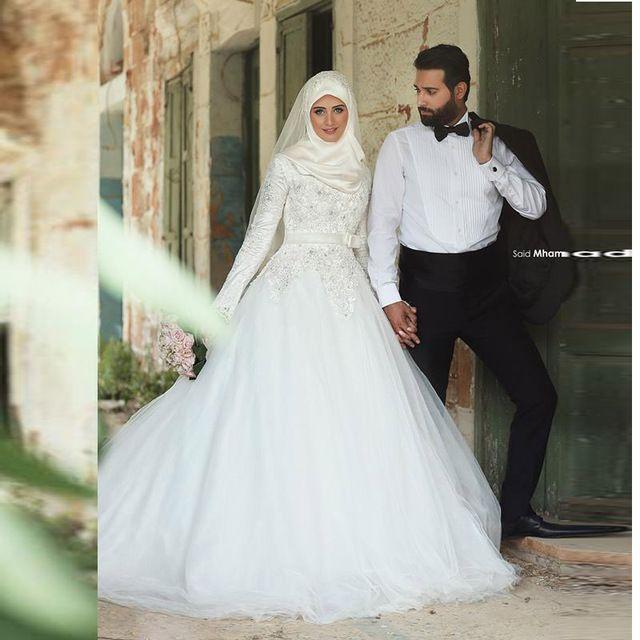 Moslim Trouwjurken 2016 Hijab Bruidsjurken Met Lange Mouwen Lace Hof Train 2016 Bridal Jurken Arabisch Jurken