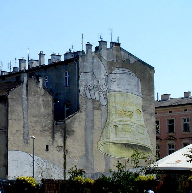 Kraków-Podgórze- mural Blu zbieg ulicy Piwnej i Józefińskiej.