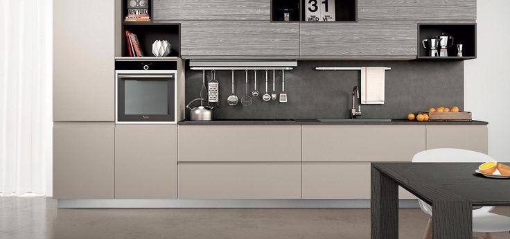 Cucina moderna   wega finitura laccato ecrù opaco e laminato pino ...