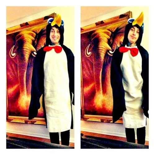 Oh my god..Ronnie Radke is a penguin XD