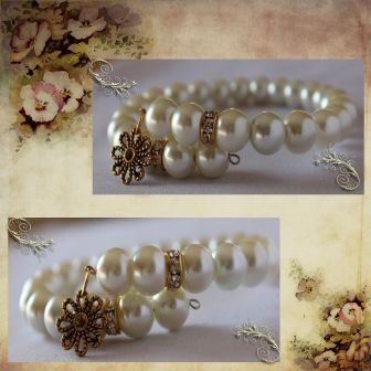 This sparkling Glass Pearl and Rhinestone Spacer Memory Wire Bracelet would make the perfect bridal accessory!    I have used 10 mm white Glass Pearls, 10 mm Gold Plated Rhinestone spacers and concluded with a Gold Plated Daisy Charm.    The Bracelet has a variable diameter and is placed around the wrist.