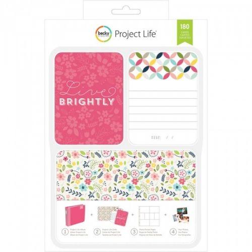 PROJECT LIFE - KIT 380332 - BECKY HIGGENS - LIVE BRIGHTLY Project Life kit inneholder 180 kort totalt.Du får 60 stk 4x6 kort, 30 title cards 6 designs, 5 each 30 journaling cards 6 designs, 5 each 120 3x4 cards: 30 designs, 4 each.De lar deg dokumentere viktige hendelser, ferier, eller rett og slett livet, på en enkel og spennende måte. Du trenger en album, plastlommer med inndeling, en penn og diverse kort. AMERICAN CRAFTS-Project Life ...