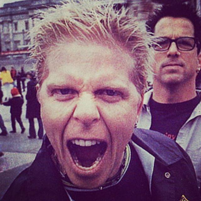 """129 Synes godt om, 8 kommentarer – Концертное агентство EuroShow (@euro.show) på Instagram: """"Что вас может вдохновить на свершения? Может, новость о том, что вокалист The Offspring Декстер…"""""""
