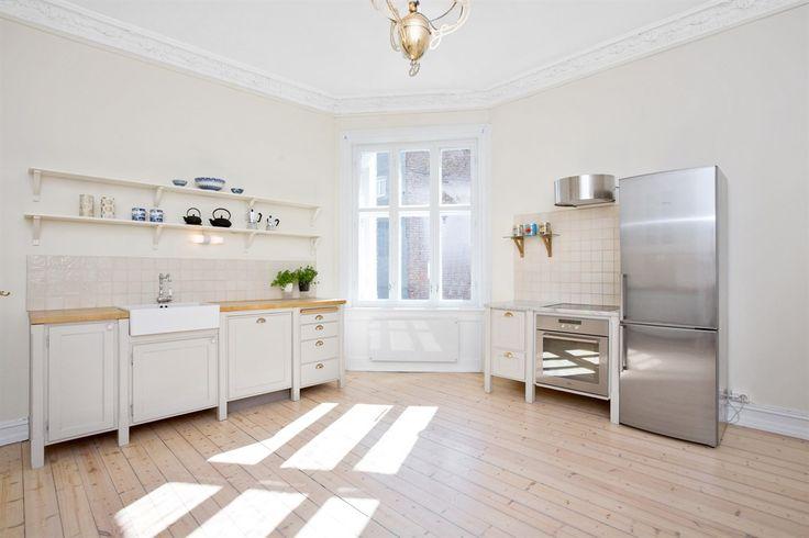 FINN – St. Hanshaugen - Herskapelig gj.gående leil. i stille miljøgate - 3 ildsteder - fransk balkong - koselig kjøkken, Oslo.