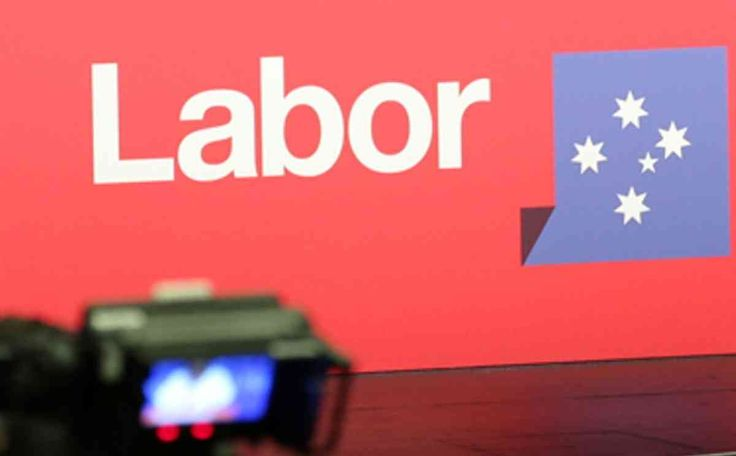 A Labor candidate has stepped down after it was revealed he defended a senior member of Hizb ut-Tahrir.