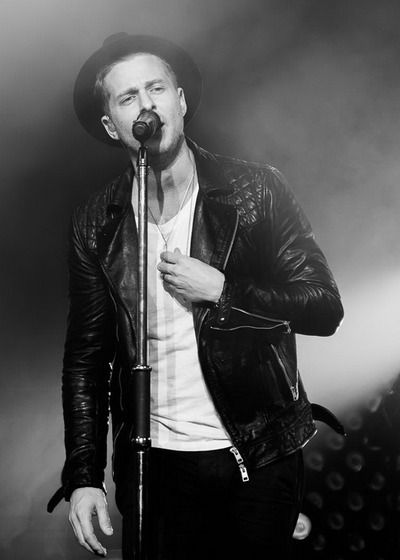 Ryan Tedder - One Republic; ridiculous in concert!