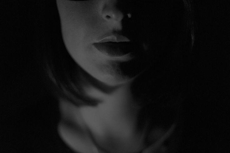 """""""Porque todos tropeçamos em muitas coisas. Se alguém não tropeça no falar é perfeito varão, capaz de refrear também todo o corpo"""" (Tg 3.2). Benjamim Franklin disse que a fera mais perigosa do mundo tem sua toca escondida atrás dos dentes. A língua é fogo. É mundo de iniquidade. Coloca em ruínas toda a carreira …"""