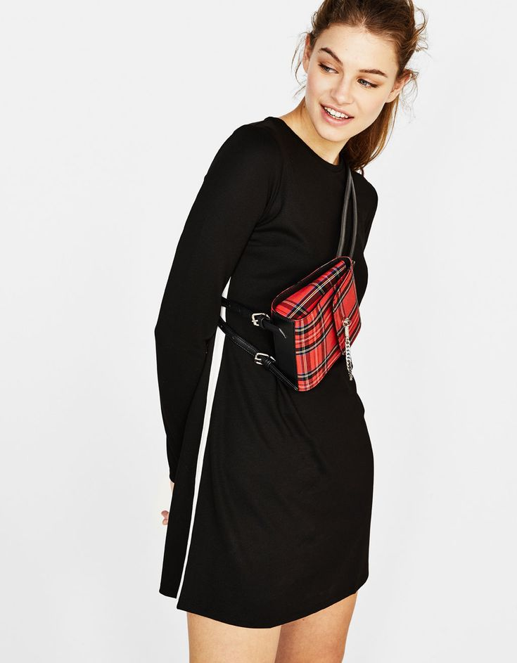 https://www.bershka.com/fr/en/women/clothing/dresses/short-dress-with-side-stripes-c1010193213p101384510.html?colorId=800