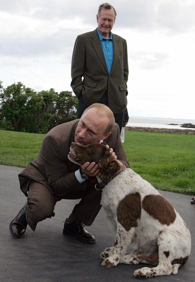 When Putin nuzzled H.W. Bush's dog with his face. | uploaded by www.iCraiova.com