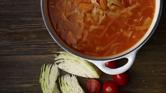 Soupe au chou et à la tomate