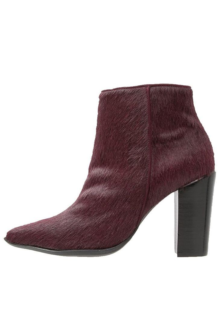 Bronx Korte laarzen bordeaux, 139.95, http://kledingwinkel.nl/shop/dames/bronx-korte-laarzen-bordeaux/