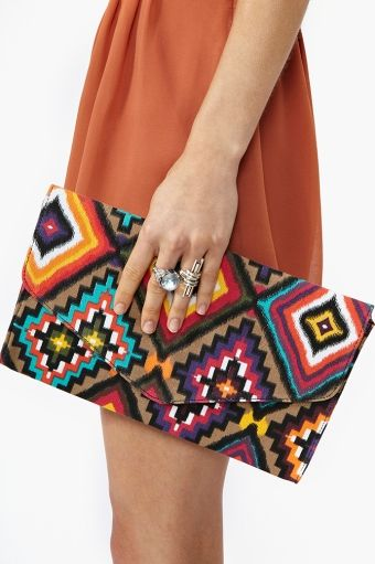 I want this clutch!!!