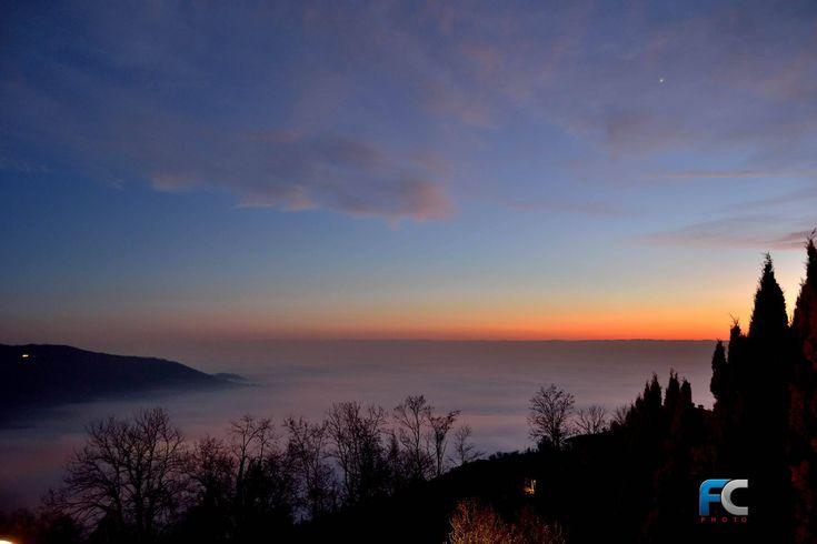 Panorama tramonto su pianura padana invasa dalla nebbia, dicembre 2016 - http://www.gussagonews.it/panorama-tramonto-pianura-padana-invasa-nebbia-dicembre-2016/