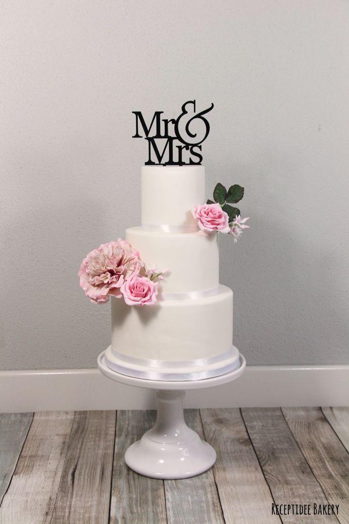 <3 <3 <3 Een prachtige bruidstaart <3 <3 <3  http://bakery.receptidee.nl  #bruidstaart #weddingcake #wedding #sugarflowers #bruiloft #customtopper #handmade