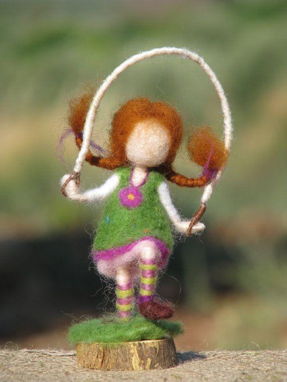 Aguja waldorf fieltro muñeca inspirada con salto de cuerda