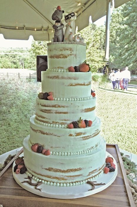 how to cut a round fruit wedding cake mint color buttercream wedding cake with fresh fruit 15620