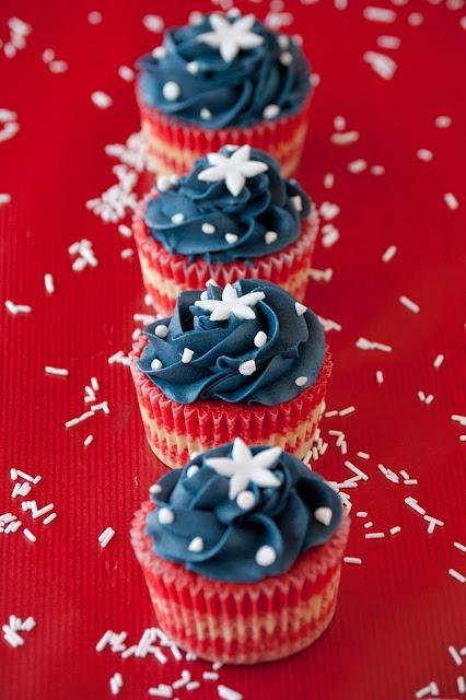 Patriotic Cupcakes.  Great for Memorial Day BBQ