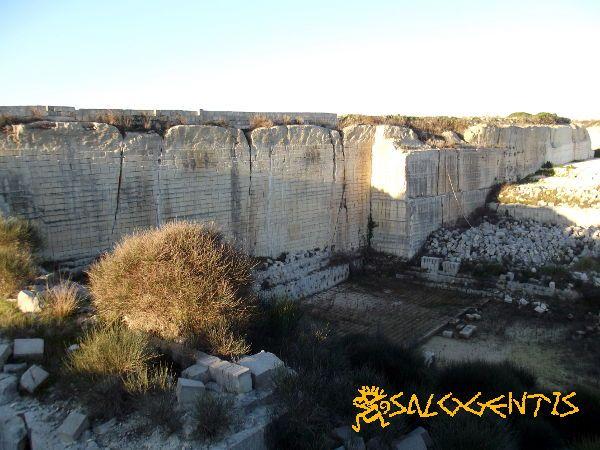 Un fronte di cava di pietra leccese tra Cursi e Melpignano