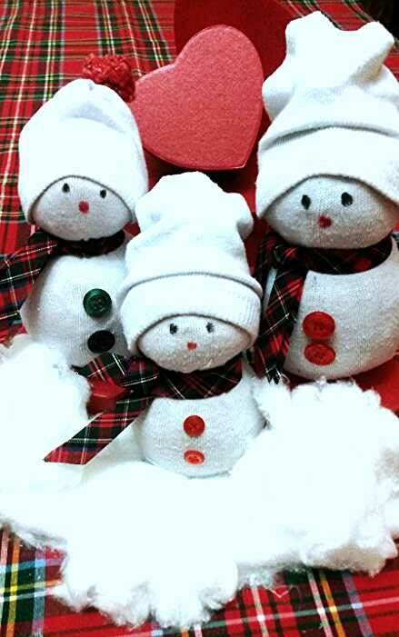 Pupazzi di neve fatti con calzini - socks