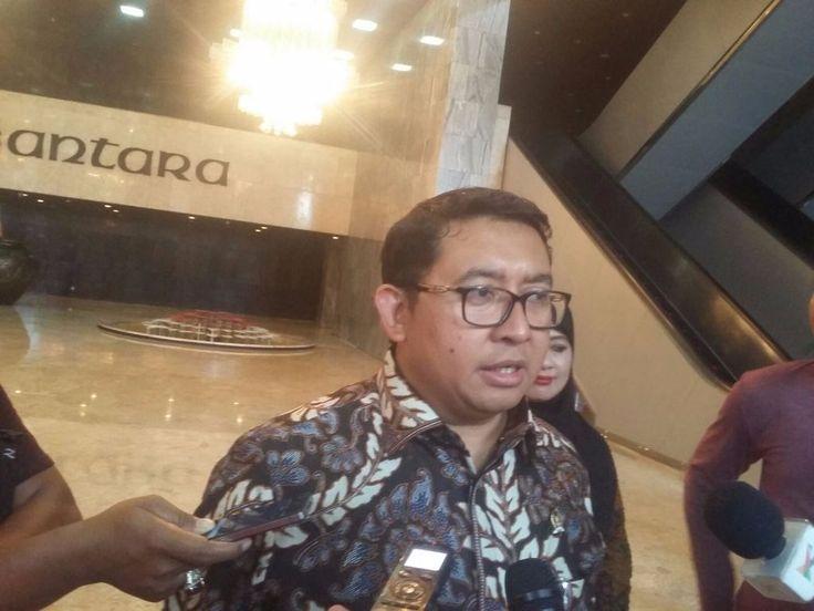 "KIBLAT.NET, Jakarta – Komnas HAM menyebutkan terdapat118 orang yang diduga teroris mati terbunuh sebelum proses hukum di pengadilan. Menanggapi hal itu, Wakil Ketua DPR RI Fadli Zon menyatakan bahwa pihak keluarga dapatmenuntutnya lewat jalur hukum. ""Pihak keluarga bisa melapor ke DPR kalau ada keganjilan-keganjilan, serta tindakan aparat yang melakukan pelanggaran HAM terhadap praduga teroris,"" ujarnya …"