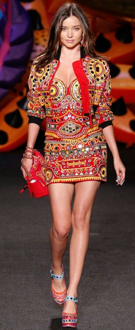 MOSCHINO SPRING 2017 READY-TO-WEAR