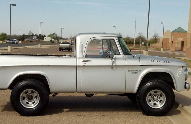 1966 W100 Dodge Power Wagon  6 500  Tx
