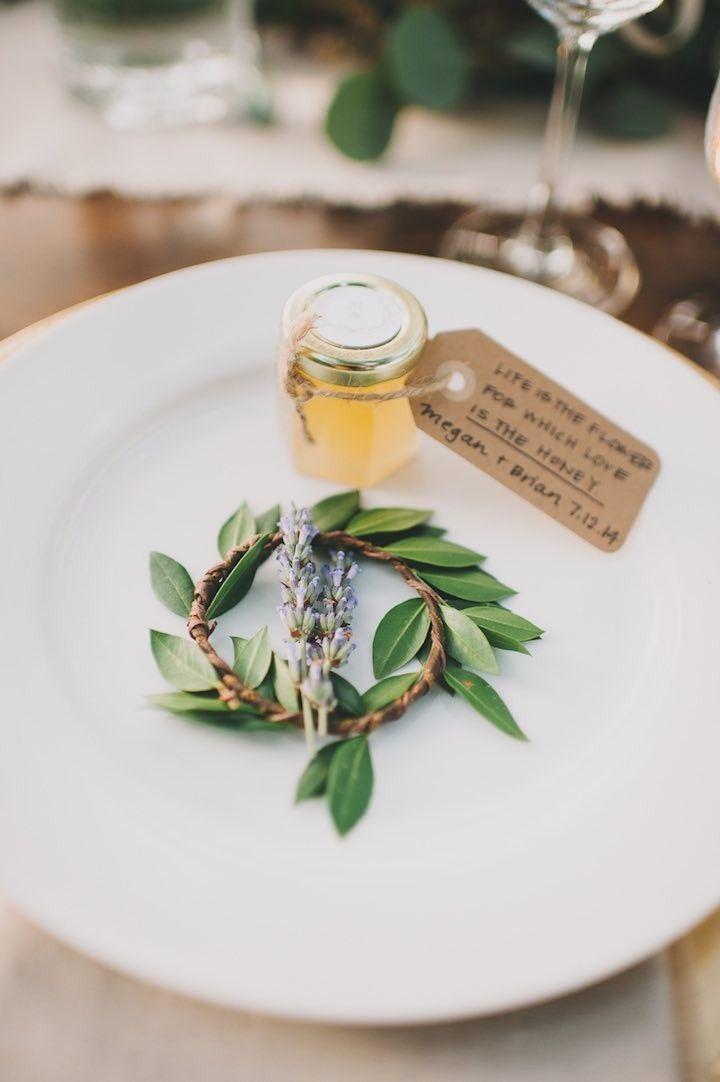 honey wedding favor idea; photo: Heidi Ryder: 15 Budget Wedding Favors for a tight budget   http://www.fabmood.com/budget-friendly-wedding-favors #weddingfavors #favor