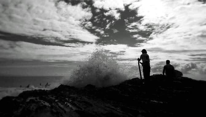 Russell + the crowd + rock jumping +waves explosion = #SnapperRocks   #waves #explosion #surf  #weekendwarriors #goldcoast #lifeonthegoldy #GameChanger  #smartphonephotography #mobilephotography #blackandwhite