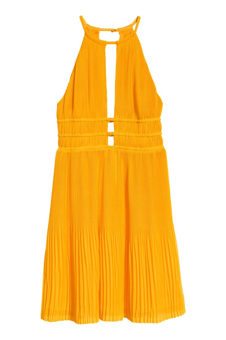 Orange. Short dress in pleated chiffon. Narrow-cut at top with halterneck and hook-and-eye fastener. Opening at front and back, seam and narrow elasticized