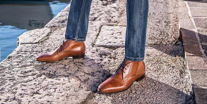 de schoenen die ze dragen