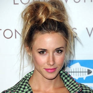 .Lips Colours, Messy Hair, Makeup, Pink Lips, Messy Buns, Hair Style, Gillian Zinser, Hair Looks, Lips Colors