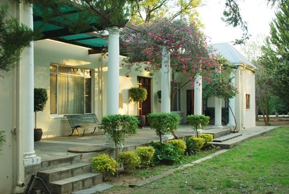 Kingfisher Lodge Guesthouse in the pretty historic town of Graaff-Reinet in the Eastern Cape of South Africa close to the Valley of Desolation.
