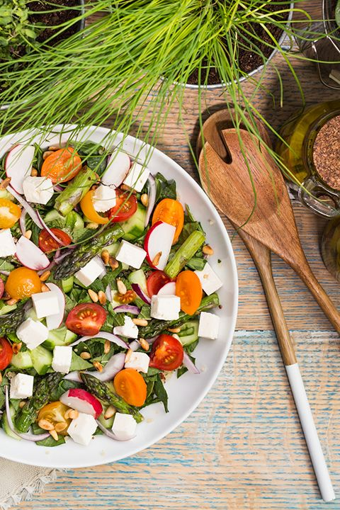 INGREDIENTS BY SAPUTO | Looking for unique picnic recipe ideas? Try this vegetarian salad bursting with summer flavour. With baby spinach, quinoa, grilled asparagus and Saputo Feta cheese, it's the perfect healthy meal for the great outdoors!