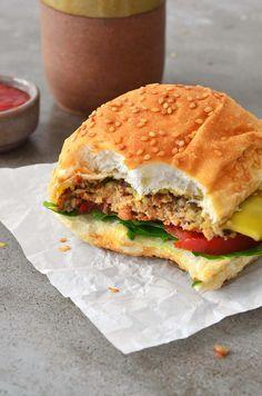 Hambúrguer vegano de shimeji.