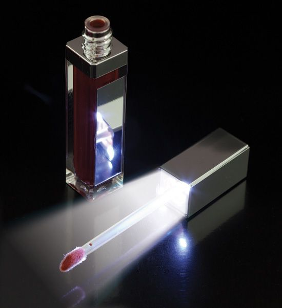 Lip Gloss with LED lighting - Everyone woman must have one of these....a mini flashlight and mirror for your lipgloss! Amway - Artistry Makeup!   http://www.amway.de/user/sandraneu
