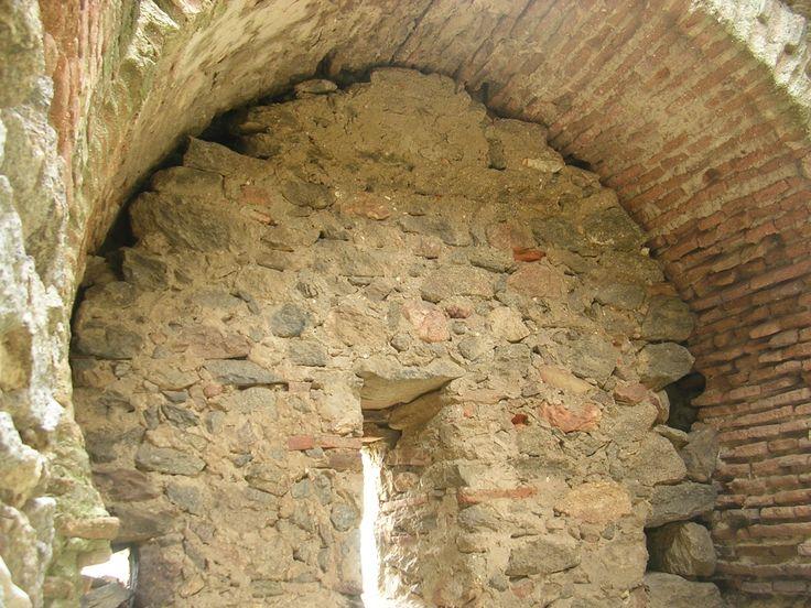 Interior con bóveda tumida de la Torre Castilla (s.X-XIII). Castillo de Bayuela (Toledo).