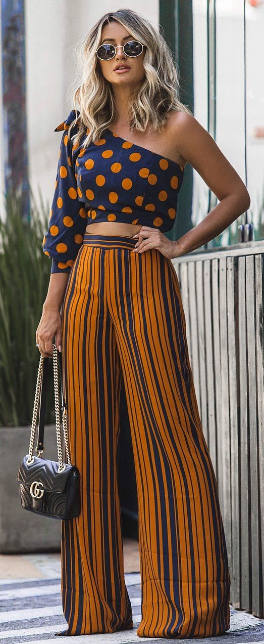 awesome summer outfit idea / printed one shoulder top + stripped wide pants + bag