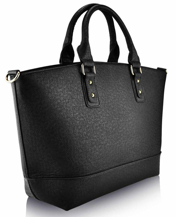 O geanta incapatoare ideala pentru tinutele casual / office!