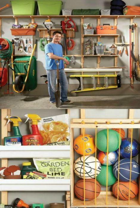 Открытый стеллаж с множеством секций, который можно смастерить своими руками. К тому же, такой стеллаж займет намного меньше мета, чем большой закрытый шкаф.