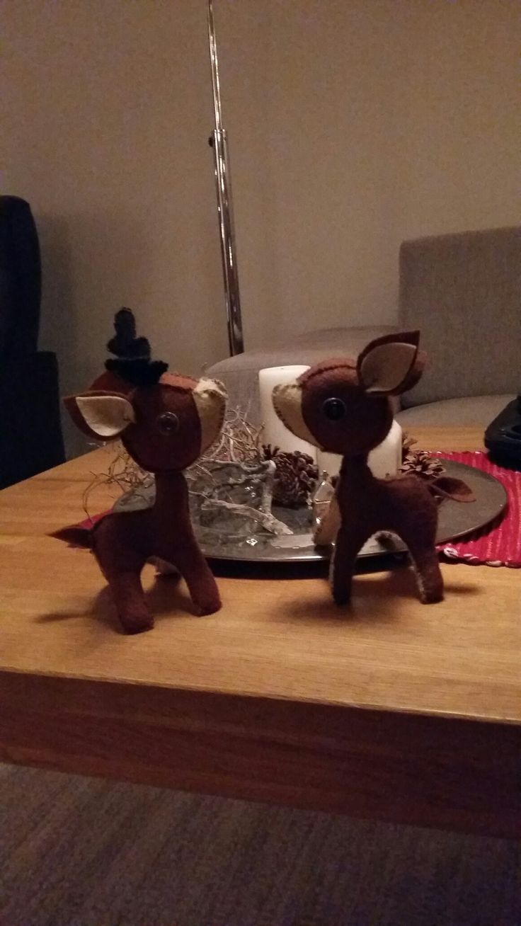 Thea og Tiril laget julepynt, med litt hjelp fra mommo