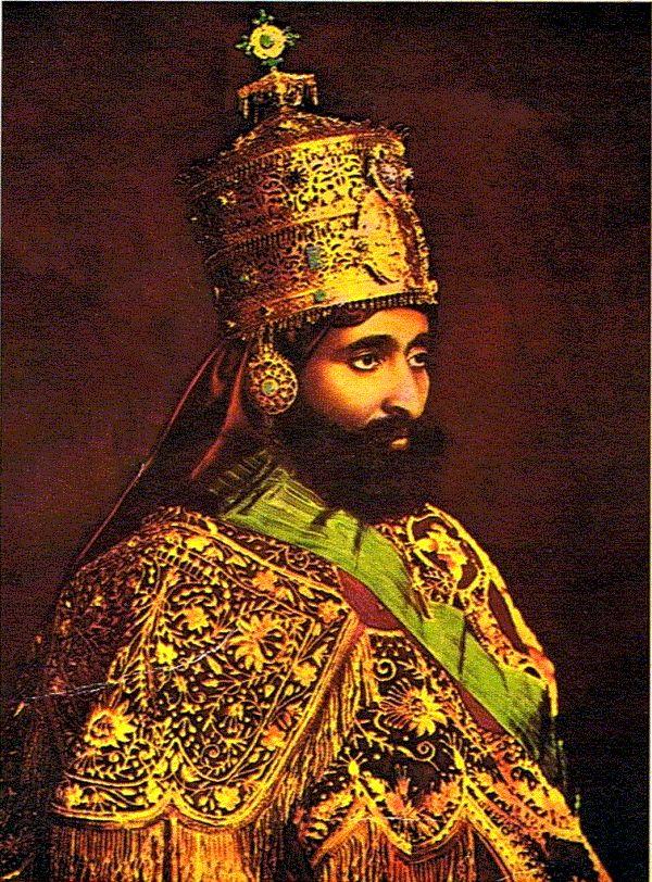 Tafari Makonnen, plus connu sous le nom de Haïlé Sélassié nait le 23 juillet 1892 et meurt le 27 août 1975. Il fut d'abord régent d'Ethiopie de 1916 à 1930, avant d'être couronné empereur. Il était l'héritier d'une dynastie dont les origines remontent...