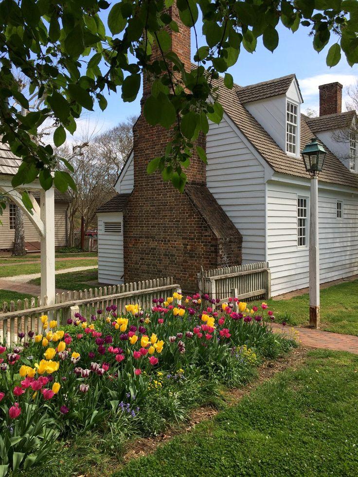 Colonial Williamsburg Garden Tulips Via Foobella.blogspot.com