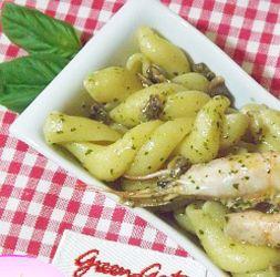Pasta Pesto Vongole e Gamberetti #italianfood #italianrecipes #foodphotography #foodporn #yummy #eating #recipes #foodspotting