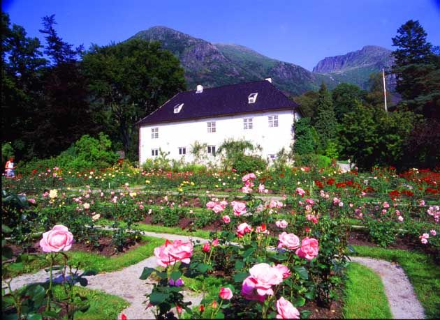 Baroniet Rosendal - the only barional manor in Norway – is located between fjords and glaciers in Kvinnherad, Sunnhordland, between Bergen and Haugesund, on the south side of the entrance to the beautiful Hardanger fjord.